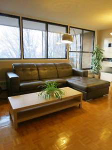 Gray sectional sofa, in excellent condition!