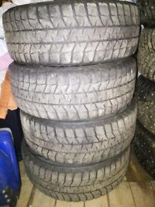 Roue 17po et pneu d'hiver Blizzak 225/55R17