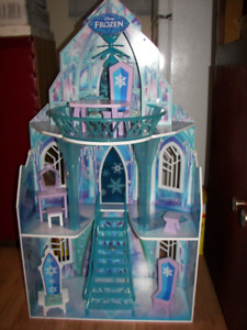 Frozen Carachter Doll House + one more