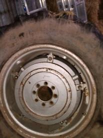PAVT Wheels & tyres