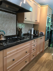 maple kitchen lowers, uppers, granite counter, appliances