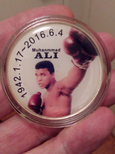 LARGE 40mm MUHANMMAD ALI 1942-2016 WBC BOXING COIN.