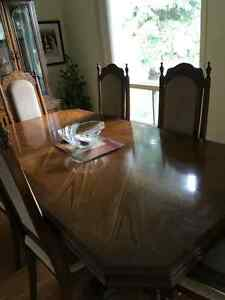 DINING TABLE, 6 CHAIRS, AND CHINA CABINET Windsor Region Ontario image 2