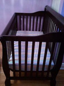 Lit de bébé, matelas, ext en metal - Crib, mattress, metal exten