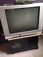 Télévision 27 pouces avec meuble et décodeur illico