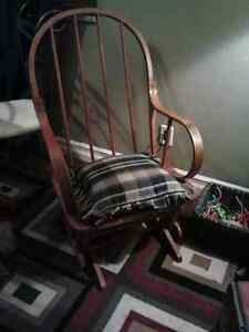 Solid Maple Rocking Chair Spindled Back Rest Immaculate Shape