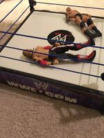 Wrestling ring with two wrestling figures