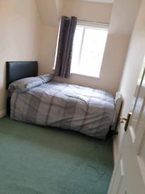 Double room to rent , no deposit needed