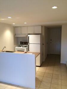 Bachelor 2 1/2 LaSalle for rent