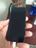 Iphone 5 16GB LOCKED TO BELL - Screen does not work