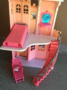 Good condition doll house