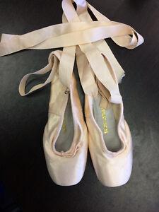 J. Bloch Pointe Shoes Size 5 1/2