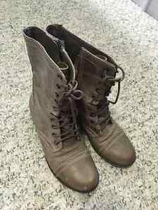 Womens Steve Madden Troopa Boots - SIZE 6
