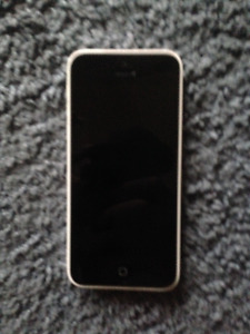Selling **MINT** condition white iphone 5c