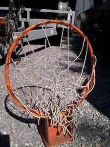 Basket ball hoop with net