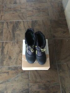 Sorel size 6  youth winter boots  London Ontario image 1