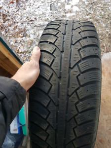 Set of 4 225/65/17 winter tires in great shape