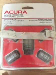 4 Acura Hub Cabs (15 inch) and Wheel lock nuts