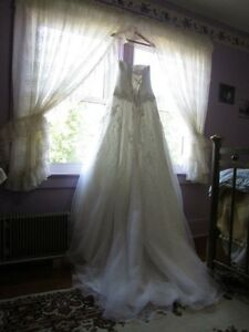 Stunning bridal gown *Reduced*