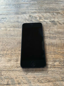 Apple IPOD, space grey, 6th Generation, 32 GB, works great!