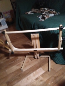Wooden folding rack for needlepoint or embroidery
