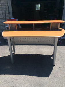 Desk - great for Student or Office!  Great Value!!