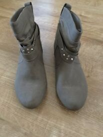 Newlook boots for sale!