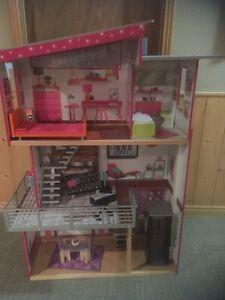 New condition doll house