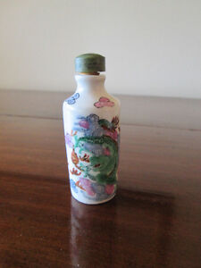 Chinese Handpainted Porcelain Snuff Bottle
