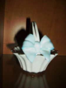 Fine porcelain basket with a blue bow Cambridge Kitchener Area image 2