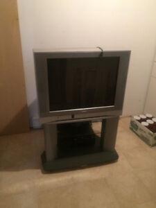 Télé avec meuble