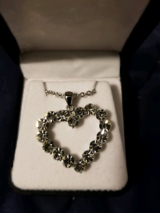 Sparkly new heart pendant necklace