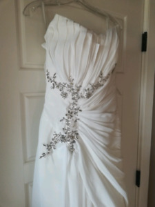 New stunning wedding  dress sz 2
