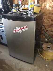 Mini bar/garage fridge