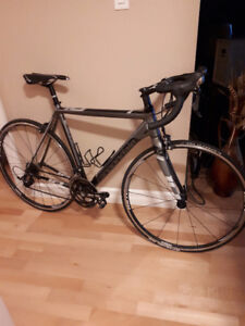 Mint condition Cannondale CAAD10 Road Bike for sale.