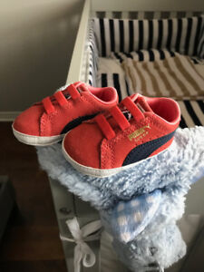 PUMA BABY CRIB SHOES RED - SOULIER BEBE PUMA SUEDE - NEW