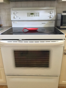 """GE Free Standing 30"""" Electric Self Cleaning Range"""
