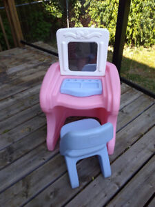 Step 2 child's makeup vanity table and chair