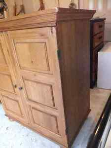 solid wood and veneer small wardrobe in exc cond Cambridge Kitchener Area image 5