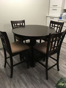 "42"" Round Dinette with 4 pub Chairs (including 1-18"" leaf)"