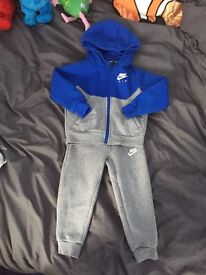 Boys 2-3 tracksuit and trainers.