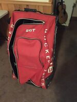 Selling stand up hockey bag!!