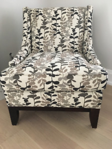 GORGEOUS UPHOLSTERED ARM CHAIR