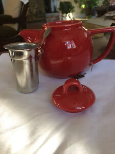 Small Red Teapot with tea strainer - brand new