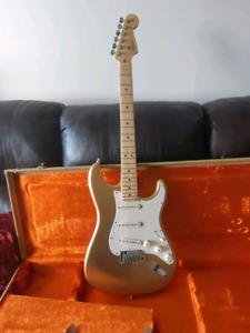 Fender Strat - Limited Edition GOLD