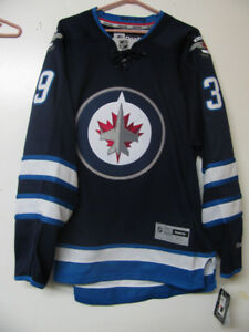 WINNIPEG JETS HOCKEY JERSEY / NWT / OFFICIALLY LICENSED
