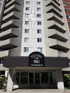 BRIGHT AND CLEAN 1 bedroom Apt Available IMMEDIATELY!!!