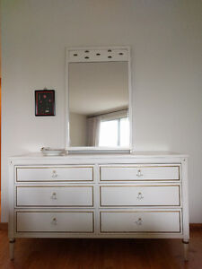 Shabby Chic French-style Dresser with Mirror