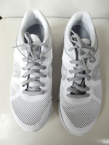 NIKE FITSOLE RUNNERS $30