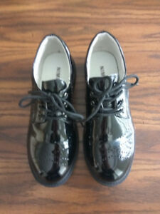 Great condition  Youth 38 black dress band showcase  suit shoes
